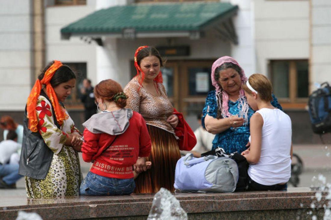 Цыгане похитили 2-х девочек-подростков, которых присмотрели вневесты