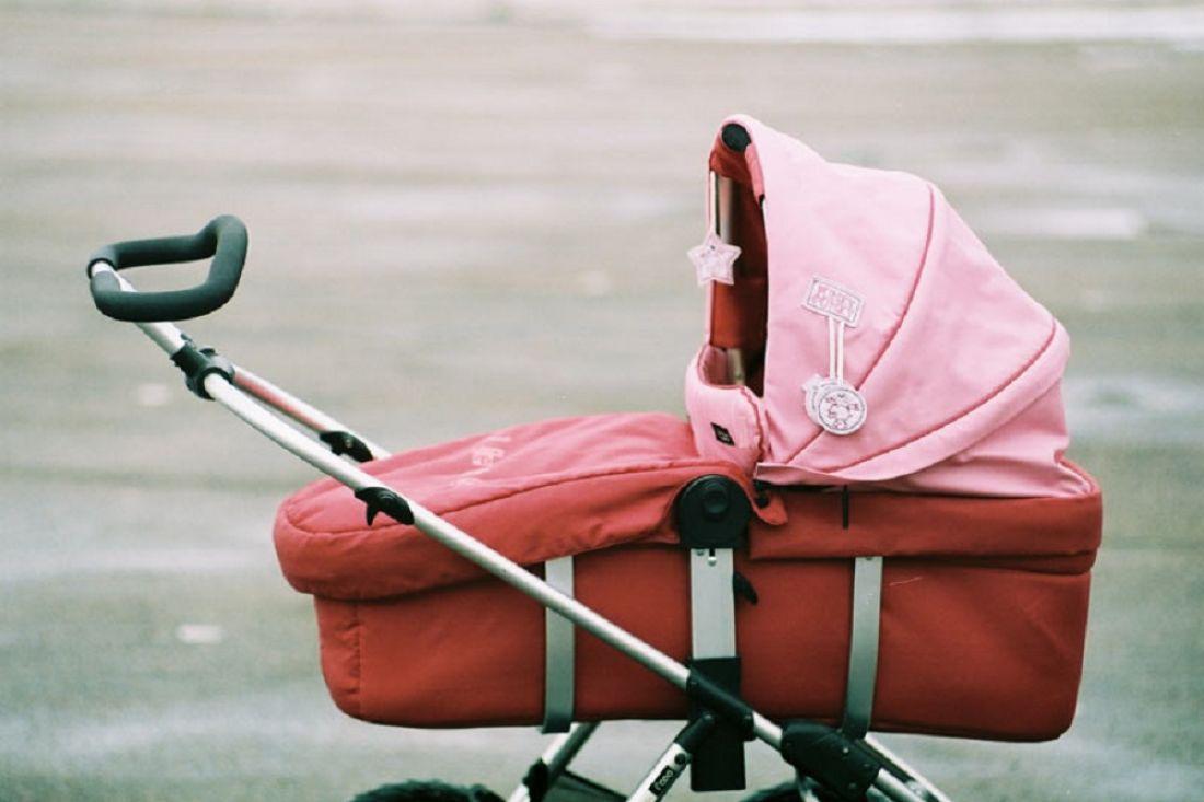 ВКостроме мотоциклист сбил мать иее3-летнюю дочь вколяске