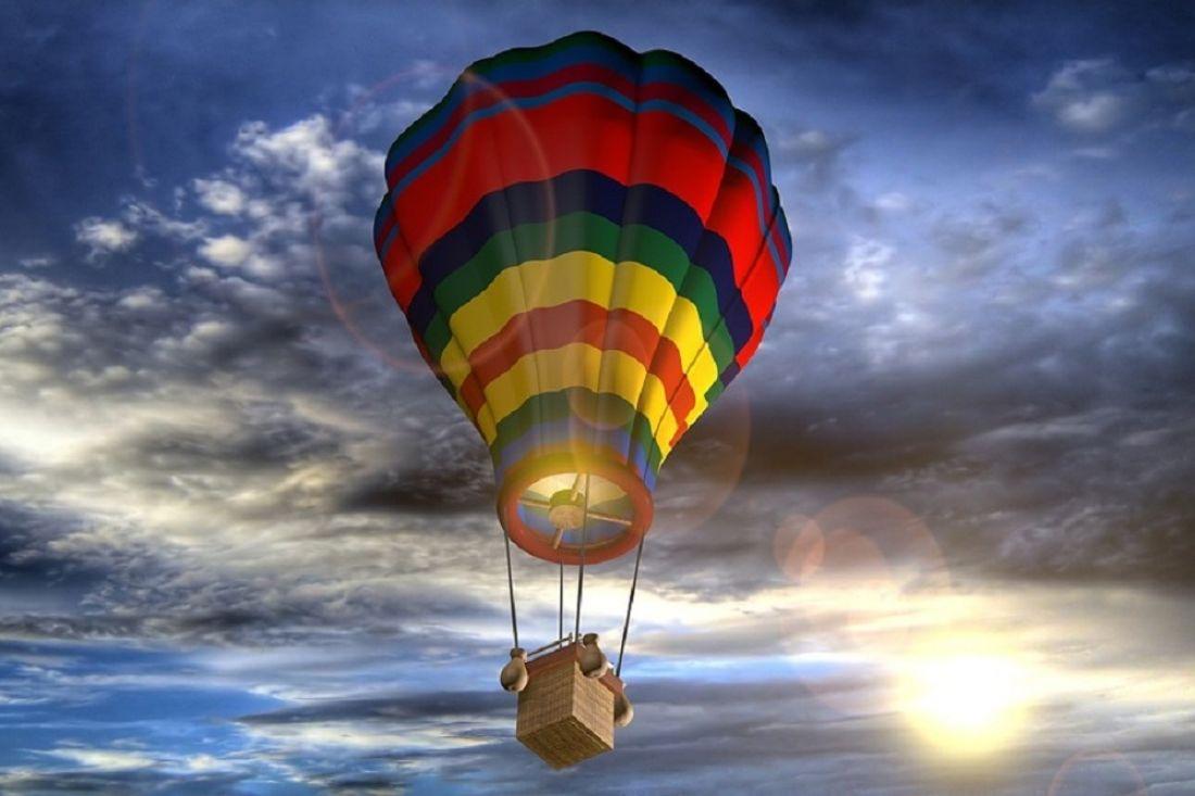 ВКанаде влюбленные навоздушном шаре врезались вдеревья