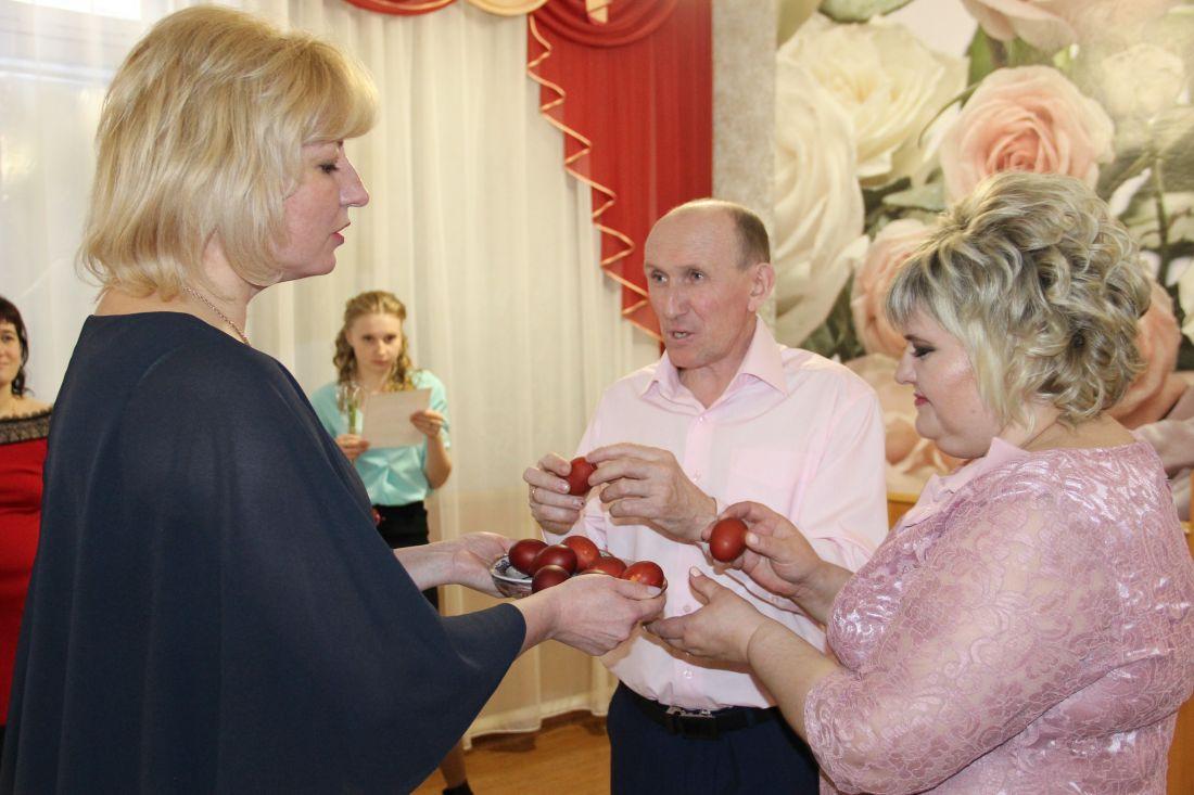 На «Красную горку» вСаратовской области поженились 220 пар