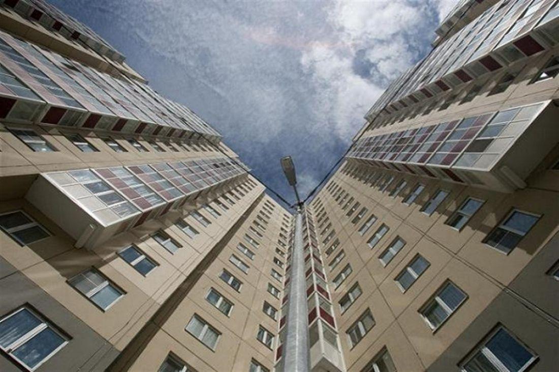 ВКрасноярске женщина с5-месячной дочкой выпрыгнула с14-го этажа