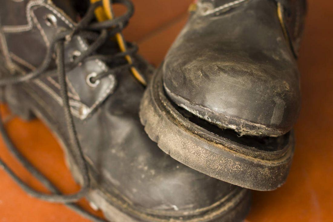 Жители России стали менее покупать обуви, донашивают додыр