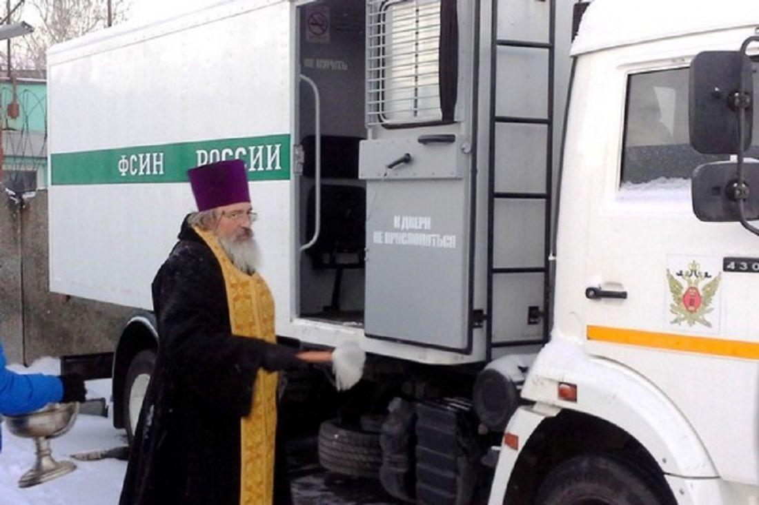 В российской столице освятили несколько десятков автозаков